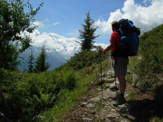 vista della vetta del Monte Bianco dalla valle di Chamonix